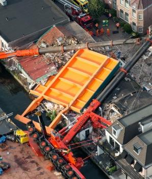 Omgevallen bouwkranen in Alphen aan de Rijn