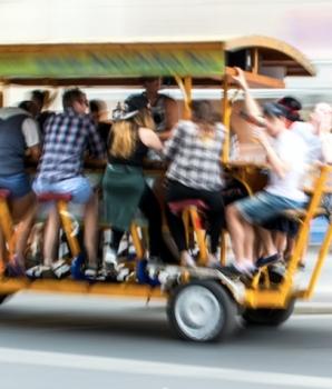 Partybike jegens NS aansprakelijk voor ongeval met bierfiets?