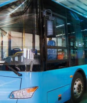 Overmacht voor buschauffeur bij uitglijdende voetganger