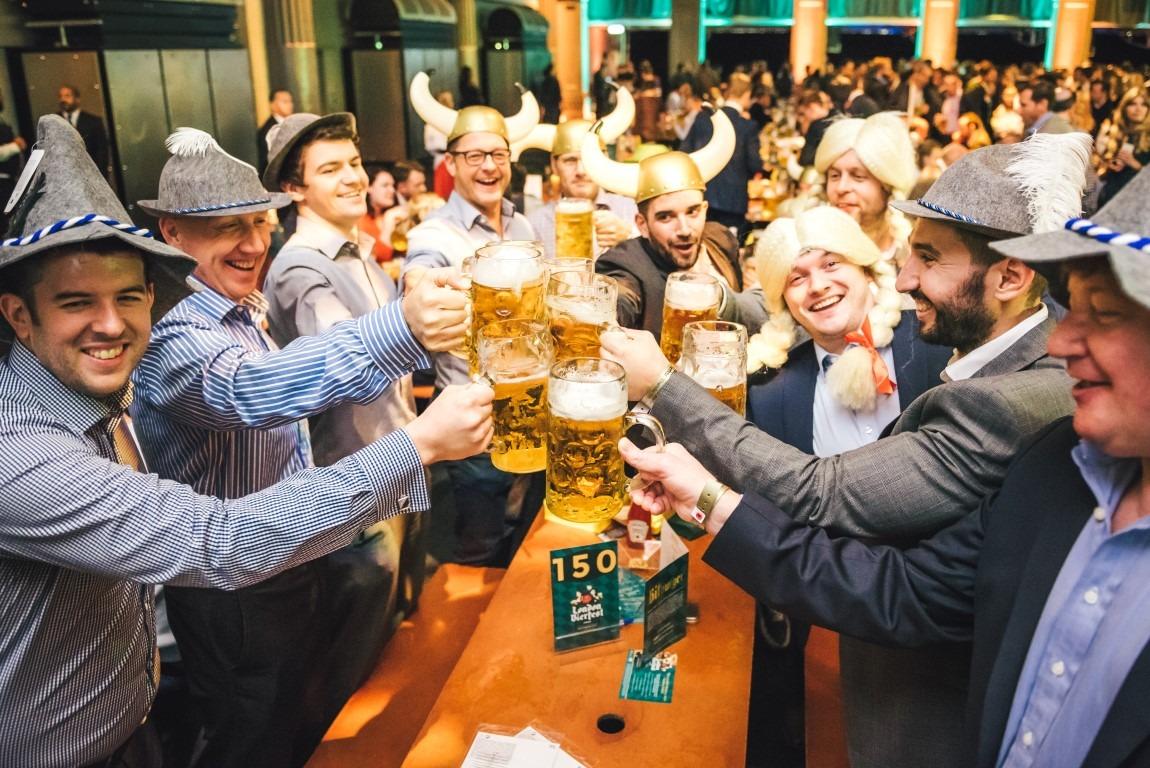 Bierfeestganger valt over muurtje: gebrekkige opstal?
